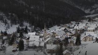 Le 20 Heures de France 2 du 16 février vous propose de découvrir le village de Névache, cœur de la vallée préservée des Hautes-Alpes. (FRANCE 2)