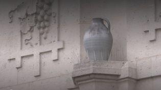 À Soissons (Aisne), les habitants ont été appelés à déposer leurs vases à l'office de tourisme, afin de mettre en valeur l'histoire de la ville, première capitale du royaume des Francs. (France 3)