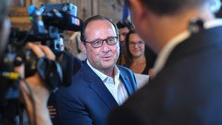 François Hollande à la mairie de Arles (Bouches-du-Rhône), le 21 juillet 2017. (BERTRAND LANGLOIS / AFP)