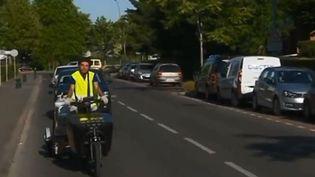 À Chartres (Eure-et-Loir), des vélos cargos sont en train de révolutionner le marché de la livraison. L'objectif : préserver la tranquillité du centre-ville et faire gagner du temps aux transporteurs classiques. (FRANCE 3)