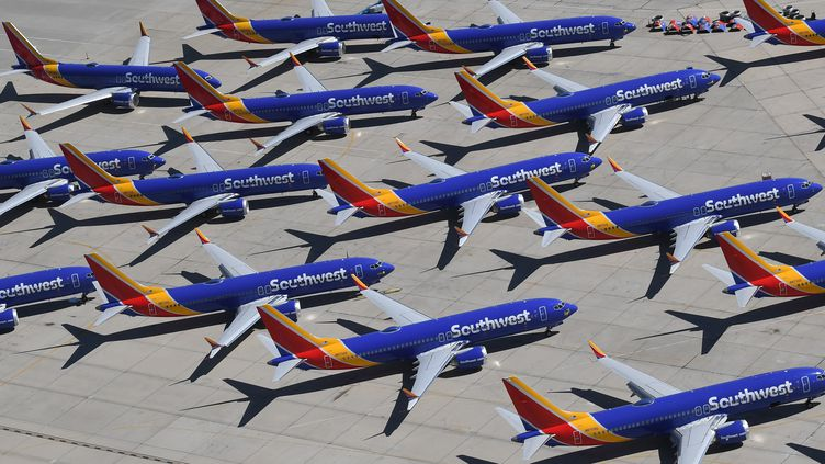 Des Boeing 737 Max de la compagnie aérienne Southwest Airlines, immobilisés à l'aéroport de Victorville, en Californie (Etats-Unis), le 28 mars 2019. (MARK RALSTON / AFP)