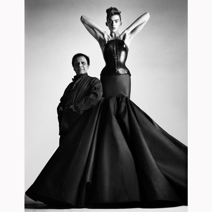 L'apprentissage de Azzedine Alaïa est intimement lié aux clientes qu'il a su séduire par des vêtements sur mesure, des personnalités légendaires comme Louise de Vilmorin, Arletty ou Greta Garbo.  (Patrick Demarchelier. Archives personnelles de Monsieur Alaïa.)