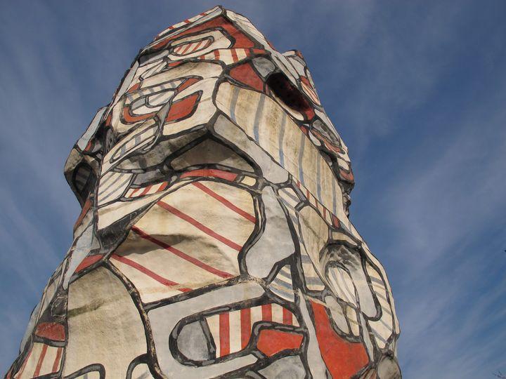 La Tour aux Figures de Jean Dubuffet est installée sur l'île Saint-Germain à Issy-les-Moulineaux depuis 1988 (LP JEROME BERNATAS / MAXPPP)