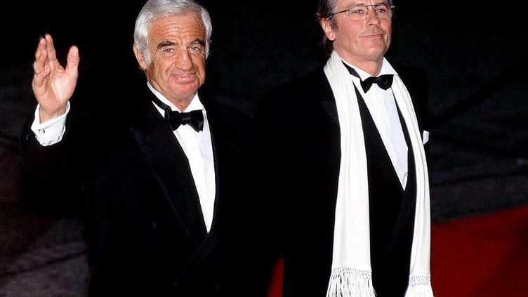 Jean-Paul Belmondo et Alain Delon à la cérémonie des Golden Camera Awards le 10 février 1998 à Berlin. (ADENIS/SIPA / SIPA)