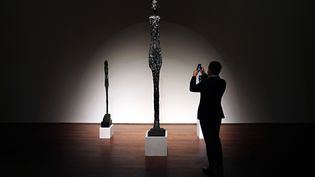 "La ""Grande femme I"" d'Alberto Giacometti en vente chez Sotheby's à New York (23 octobre 2020) (© CINDY ORD / GETTY IMAGES NORTH AMERICA VIA AFP)"