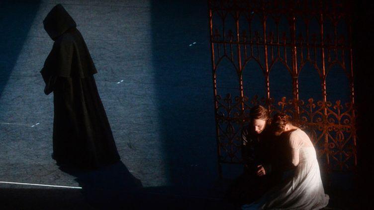 """Une scène du ballet """"Roméo et Juliette"""" par la troupe de l'opéra d'Iekaterinbourg, à Moscou (17 février 2017)  (Kirill Kallinikov / Sputnik / AFP)"""