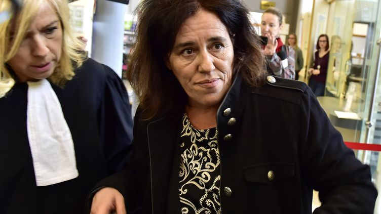 Rosa-Maria Da Cruz, la mère de la petite Séréna, arrive à la cour d'assises de Corrèze, à Tulle, le 12 novembre 2018. (GEORGES GOBET / AFP)