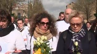 Julie Douib, maman de deux petits garçons, est en train de devenir un symbole des violences faites aux femmes. La jeune mère a été tuée dimanche 3 mars par son ex-compagnon. Depuis sa séparation, elle avait pourtant porté plainte à plusieurs reprises. (FRANCE 3)