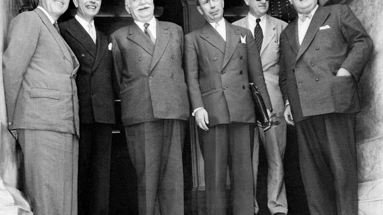 Les ministres des Affaires étrangères des Six se sont réunis à Messine (Italie) les 1, 2 et 3 juin 1955. De gauche à droite : Jan Willem Beyen (Pays-Bas), Gaetano Martino (Italie), Joseph Bech (Luxembourg), Antoine Pinay (France), Walter Hallstein (FRG) et Paul-Henri Spaak (Belgique). (- / INTERNATIONAL NEWS PHOTOS (INP) /AFP)
