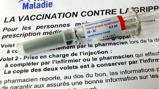 Une dose de vaccin antigrippe. (G?RARD HOUIN / MAXPPP)