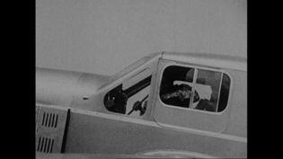C'est parti pour remonter le fil de l'histoire de la poste aérienne. (INA)