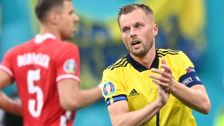 La Suède de Sebastian Larsson a arraché la première place du groupe E, le 23 juin 2021. (KIRILL KUDRYAVTSEV / POOL / AFP)
