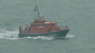 Plusieurs centaines de personnes ont participé à un exercice de sauvetage à Calais, où un ferry et un cargo étaient impliqués. (France 3)