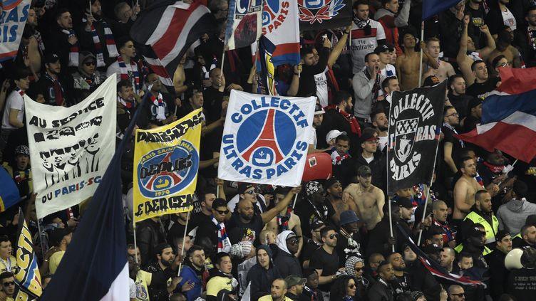 Les Ultras du PSG au Parc OL lors de la finale de la Coupe de la Ligue face à Monaco (ROMAIN LAFABREGUE / AFP)