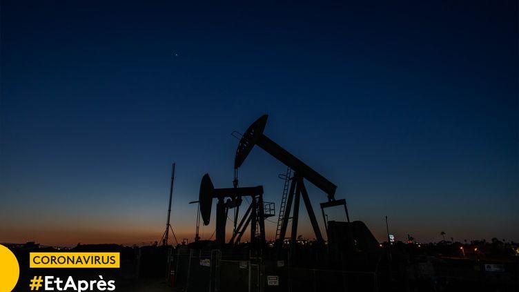 Puits de pétrole à Long Beach (Californie), en avril 2020. (APU GOMES / AFP)