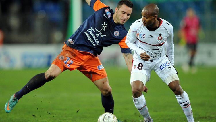 Kevin Mesnard (Montpellier) à la lutte avec Mahamane Traoré (Nice)