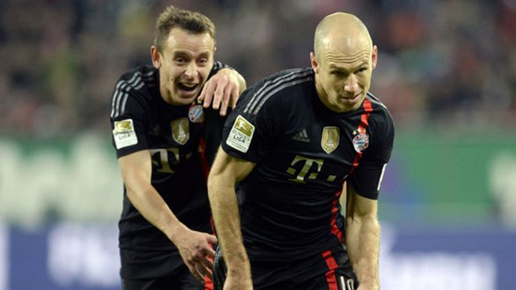 Rafinha et Arjen Robeen (Bayern Munich) (CHRISTOF STACHE / AFP)