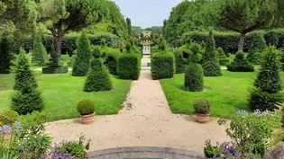 Parterre et terrasse des jardins de William Christie. (ANNE CHEPEAU / FRANCEINFO / RADIO FRANCE)