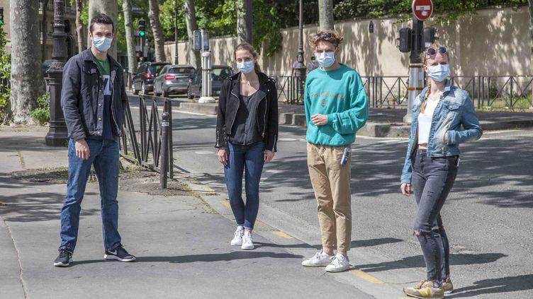 Un groupe de jeunes masqués dans une rue. Photo d'illustration. (BSIP / UNIVERSAL IMAGES GROUP EDITORIAL)