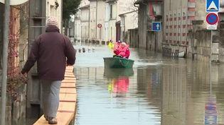 Inondations : à Saintes et Cognac, les habitants attendent toujours le pic de la crue (France 3)