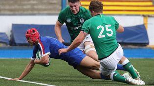 L'ailier français Louis Bielle Biarrey a inscrit le quatrième essai des Bleuets face à l'Irlande, mardi 13 juillet 2021. (GEOFF CADDICK / AFP)