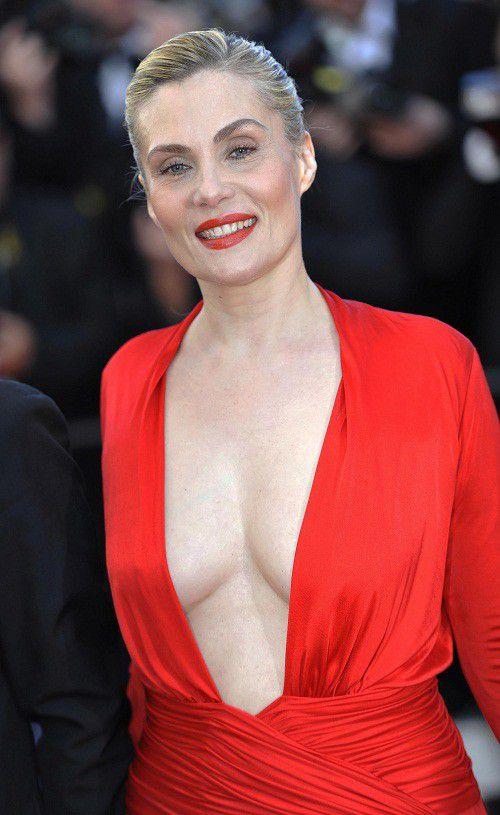 Robe rouge sur tapis rouge, Emmanuelle Seigner à Cannes en Alexandre Vauthier en 2013  (WOSTOK PRESS/MAXPPP)