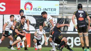 Brive, ici avec Lucas Paulos,a remporté de précieux points en s'imposant 24-12 face à La Rochelle. (DIARMID COURREGES / AFP)