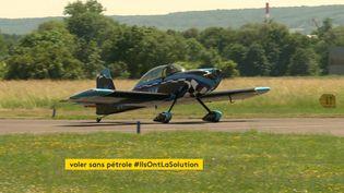 Le Rihn DR107 se pose à l'aérodrome de Reims-Prunay après être parti une heure plus tôt de Sarrebruck en Allemagne. (France 3 Reims)