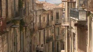 Un maire tente de repeupler son village italien en proposant des prix cassés sur l'immobilier. (FRANCE 2)