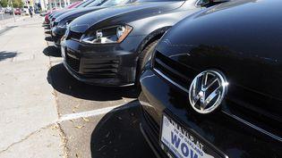 Il y aurait potentiellement 1 068 796 voitures concernées en France par le trucage du groupe Volkswagen. (MAXPPP)