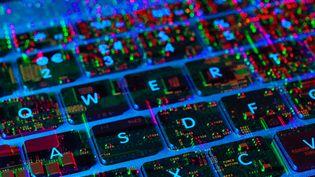 En France, la sécurité informatique des candidats pose question à quelques mois de l'élection présidentielle. (CULTURA CREATIVE/ AFP)
