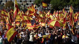 Des anti-indépendantistes rassemblés à Madrid (Espagne), le 28 octobre 2017. (JAVIER SORIANO / AFP)