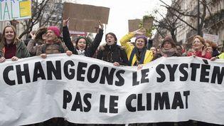 Des participants à la marche pour le climat,à Paris, le 8 décembre2018. (DIDIER BIZET / HANS LUCAS / AFP)