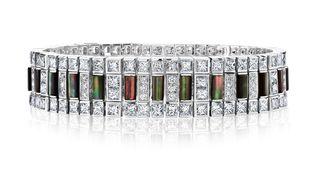 """Collection haute joaillerie """"Portraits of Nature"""" by De Beers présentée en juillet 2019 : bracelet Chapman's Zebra Lifestye composés de diamants blancs et de nacre. (DE BEERS HAUTE JOAILLERIE)"""