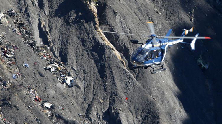 (Crash A320 : les recherches difficiles se poursuivent dans les Alpes © REUTERS/Gonzalo Fuentes)