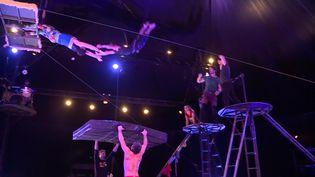 Les acrobates d'Akoreacro en plein entraînement. (France 3 Aquitaine / C. Michelland)