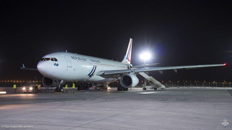 Un avion de transport participant aux opérations d'évacuation et de rapatriement depuis l'Afghanistan, sur la base aérienne d'Al Dhafra, près d'Abou Dhabi (Emirats arabes unis), le 26 août 2021, sur une image fournie par l'armée française. (ETAT MAJOR DES ARMEES / AFP)