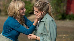 """L'actrice Karine Viard et sa fille à l'écran,Louane Emera, dans """"La Famille Bélier"""", une comédie sortie en salles le 17 décembre. (MARS DISTRIBUTION)"""