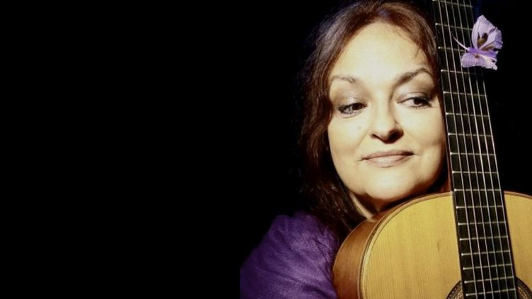 La chanteuse Mônica Passos  (Pascale Palmeri)