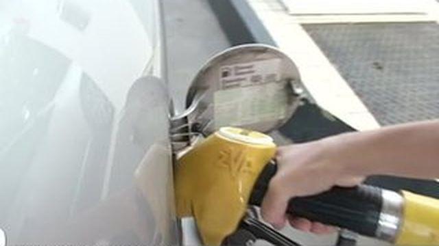 Le pétrole au plus bas, les particuliers en profitent