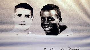 Zyed, 17 ans, et Bouna, 15 ans, sont morts en 2005 à Clichy-sous-Bois (Seine-Saint-Denis), après s'être réfugiés dans un transformateur, au terme d'une course-poursuite avec la police. (JOEL SAGET / AFP)