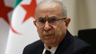 Le ministre algérien des Affaires étrangères, Ramtane Lamamra, le 24 août 2021 lors d'une conférence de presse à Alger (Algérie). (AFP)