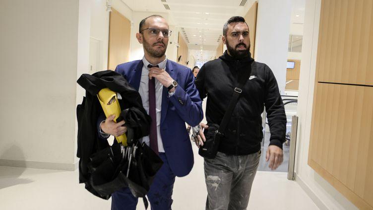 Éric Drouet et son avocat, le 5 juin 2019 au Palais de Justice de Paris. (AURORE MESENGE / AFP)