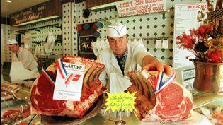 Un boucher normand à Caen (Calvados) en 1997. (MYCHELE DANIAU / AFP)