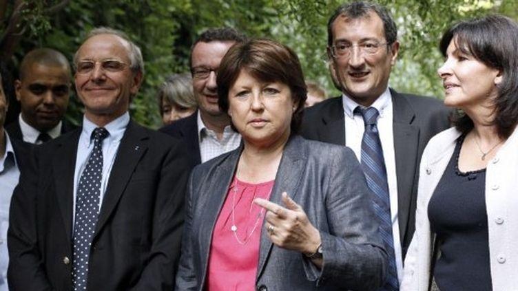 """Face aux rumeurs, """"ma protection, elle est là"""", a assuré Mme Aubry en désignant son équipe, """"elle m'apporte ma force"""". (AFP - Thomas Coex)"""