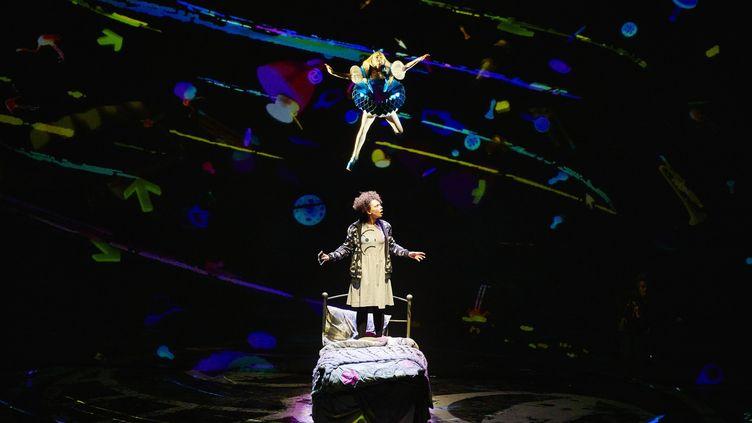 Pour fuir son morne quotidien, Aly (en bas) devient Alice (en haut), le temps d'un jeu vidéo.  (Brinkhoff et Mögenburg )