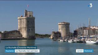 L'été 2020 est très particulier pour les destinations touristiques. Certaines néanmoins ont la chance de s'en sortir mieux que d'autres. C'est le cas de La Rochelle, en Charente-Maritime où la fréquentation de juillet a dépassé les espérances des professionnels du tourisme. (France 3)