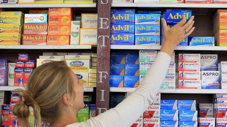 (Less produits placés sur les étagères, derrière le comptoir, sont en général plus chers © MAXPPP)
