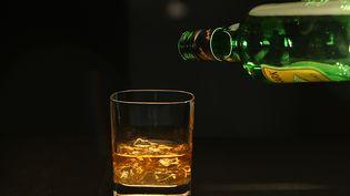 Un verre de whisky avec des glaçons. (KIRK MCKOY / LOS ANGELES TIMES /Gettyimages)