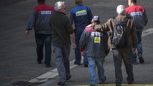 Des salariés de l'usine Alstom à Belfort, le 4 octobre 2016 (SEBASTIEN BOZON / AFP)